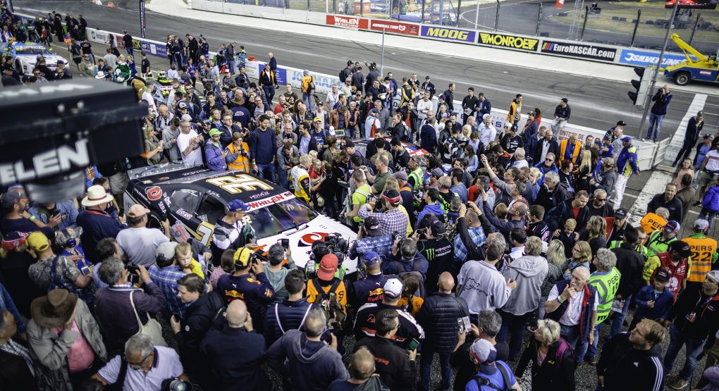Three more years of exciting Euro NASCAR oval racing at Raceway Venray