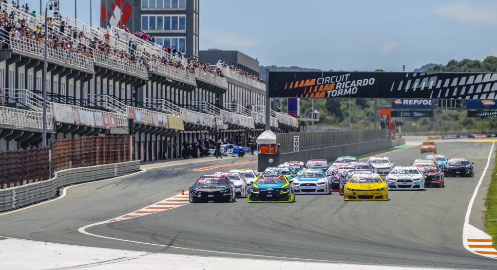 Loris Hezemans rounds out a perfect weekend for Hendriks Motorsport